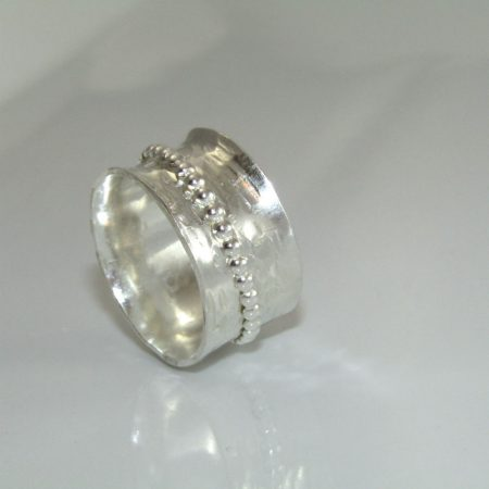 Spinner Ring by Dianne Jacques  - featured on Jewelry Making Journal