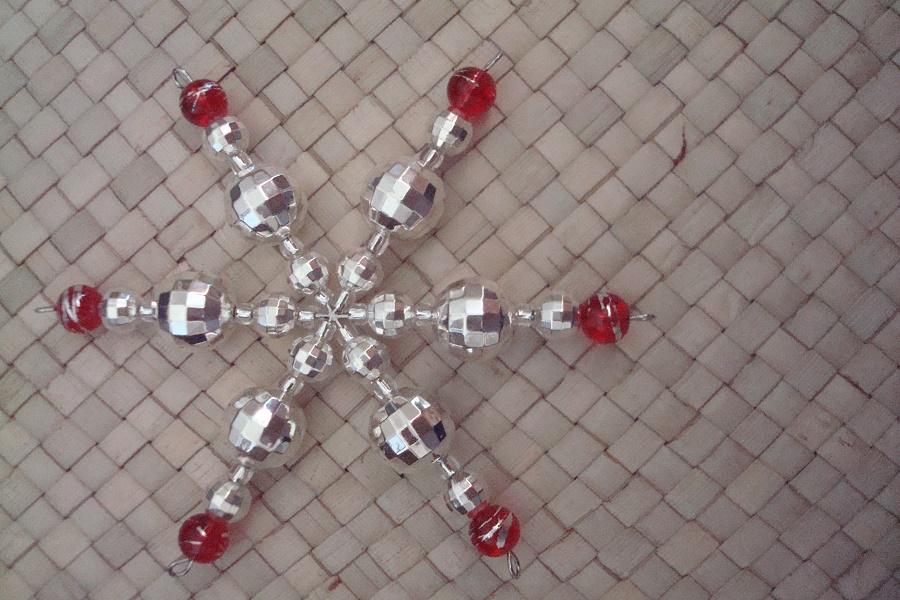 Easy Beaded Christmas Ornaments