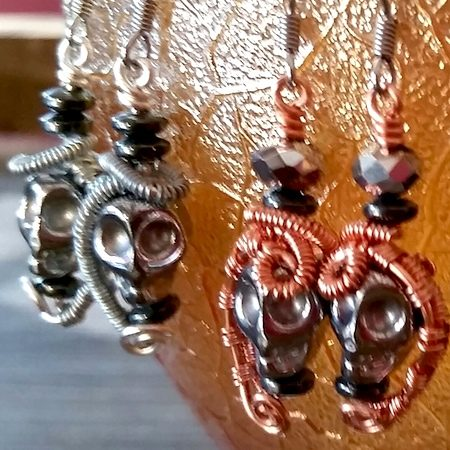 Wire Wrapped Skulls by Sandy Mills  - featured on Jewelry Making Journal