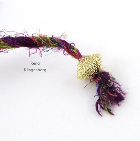Colar gargantilha de embrulho - Tutorial de Rena Klingenberg