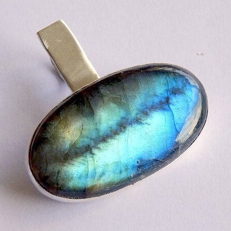 Crack in a Labradorite – How Did it Happen?