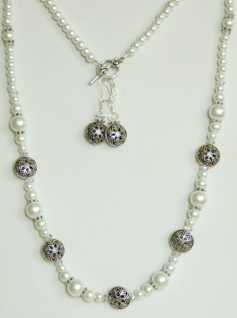 Winter Wonderland Jewelry Set by Linette Arnold  - featured on Jewelry Making Journal