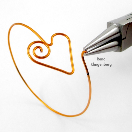 Shaping clasp for Spiral Heart Wire Bracelet - Tutorial by Rena Klingenberg