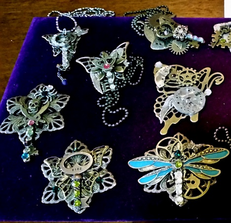 My Vintage Jewelry Side by Linda Harrison  - featured on Jewelry Making Journal