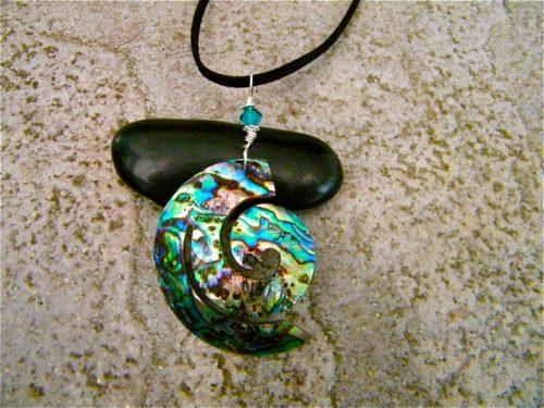 Dizzy in Love, by Elizabeth Wald  - featured on Jewelry Making Journal
