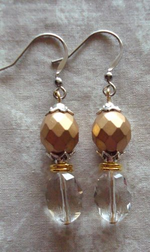 Holiday Necklace and Earrings, by Kathy Zee  - featured on Jewelry Making Journal