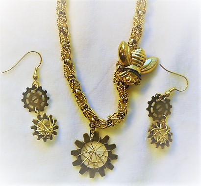 Steampunk Bee Jewelry Set by Charlene Thiessen  - featured on Jewelry Making Journal