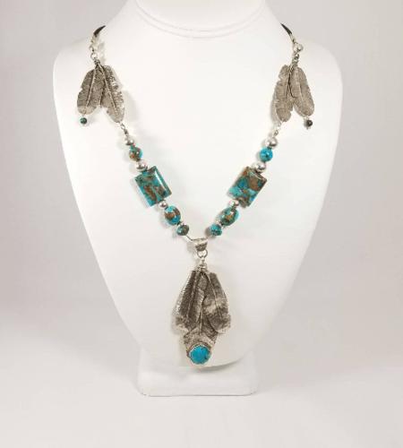 3 Feathers Boho Necklace by Jada