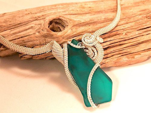 La-Cravate-Verte Sea Glass with Wire Weaving by Roze Malone  - featured on Jewelry Making Journal