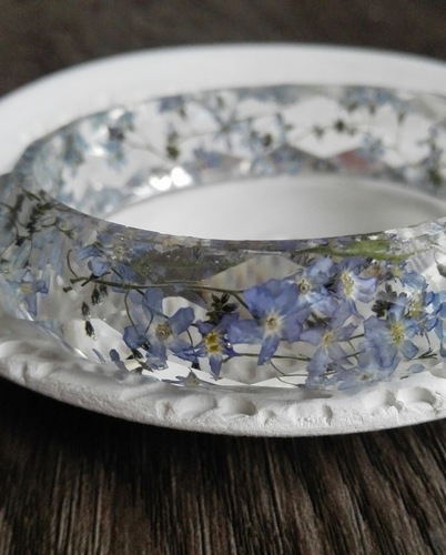 Springbreak Bracelet with Genuine Forget-Me-Nots by Rossella  - featured on Jewelry Making Journal