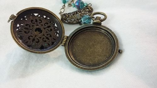 Victorian Inspired Pocket Locket by Geri Farkas  - featured on Jewelry Making Journal