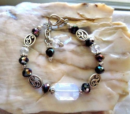 Adjustable Beaded Bracelet by Kathy Zee  - featured on Jewelry Making Journal