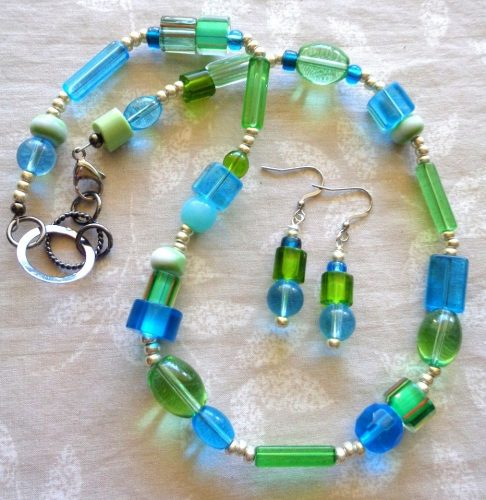 Using a Mix of Colored Beads by Kathy Zee - featured on Jewelry Making Journal